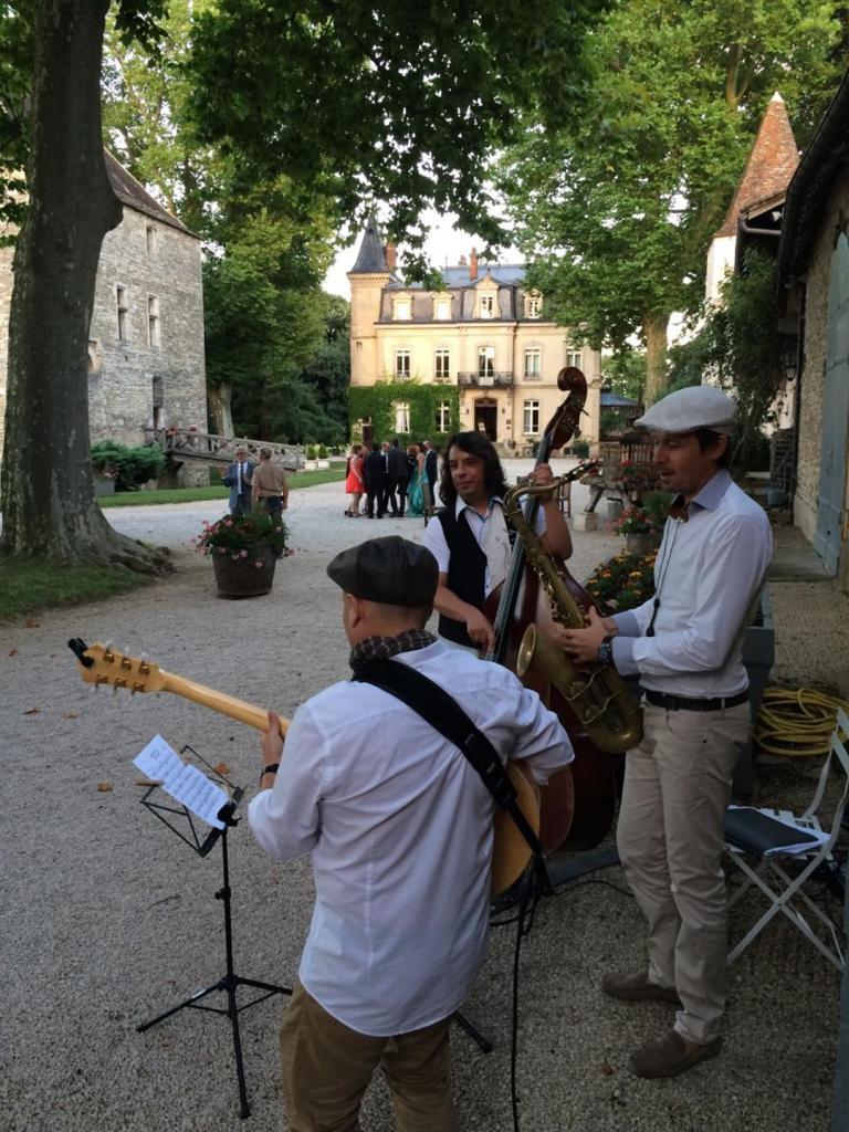 Mariage à Sennecey le Grand avec Xavier Bozetto (guitare) et Stéphane Rivéro (contrebasse)